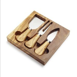 Sur la Table NWT OLIVEWOOD CHEESE KNIFE SET
